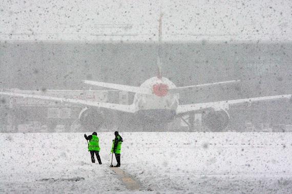Аэропорт «Абакан» временно закрыт из-за сильного снегопада
