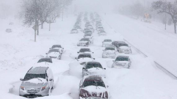 В Якутии 40 машин застряли на трассе из-за метели