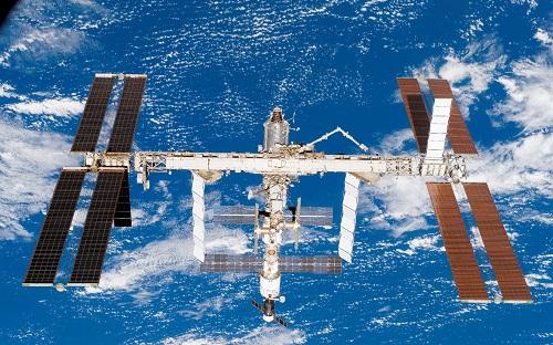 Международную космическую станцию слегка приподняли над Землей