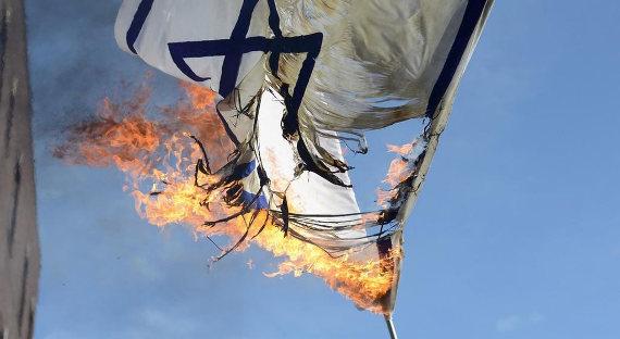 ВФРГ раскритиковали сожжение флагов Израиля вБерлине
