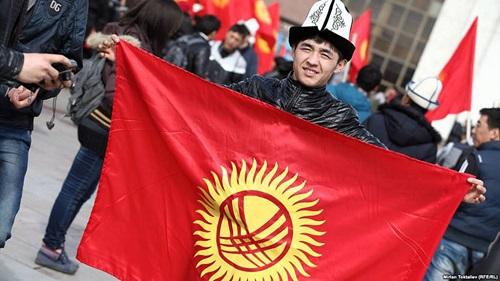 Путин поздравил президента Киргизии Жээнбекова сназначением надолжность