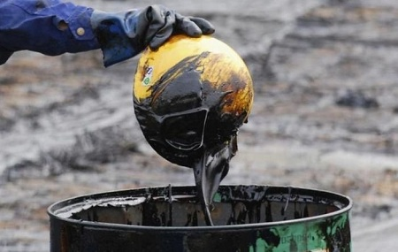 Нефть в 2016 году подешевеет больше, чем ожидалось ранее
