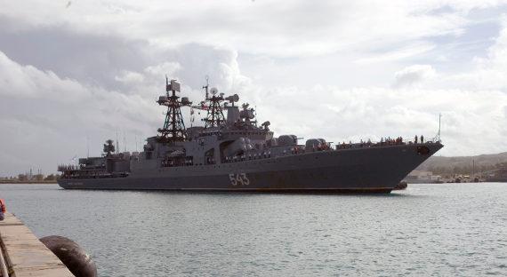 ВоВладивостоке зажегся боевой корабль «Маршал Шапошников»