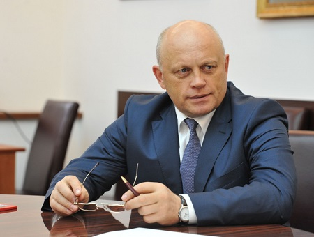 Омский губернатор необъявлял оботставке нааппаратном совещании