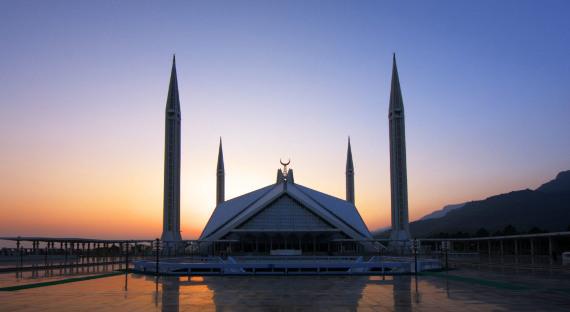 Пакистан приостановил сотрудничество сСША вобороне иразведке
