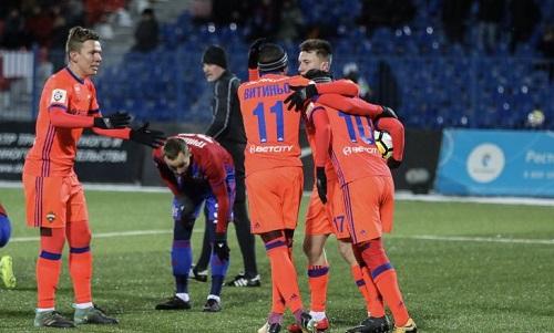 Два футболиста ЦСКА сломали ноги впроцессе морозного матча вХабаровске