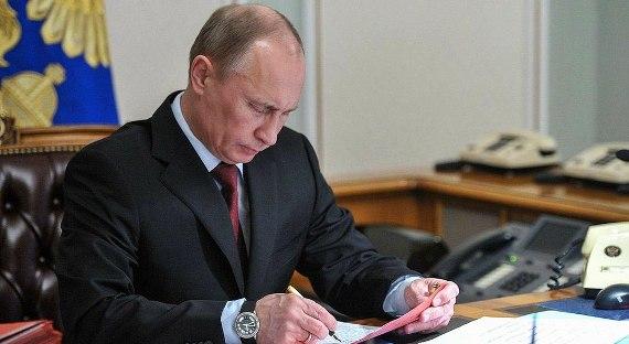 Закон остатусе иностранного агента для СМИ подписал Владимир Путин