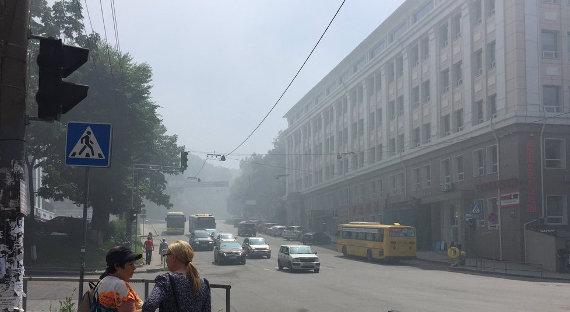 Дым отлесных пожаров окутал Владивосток