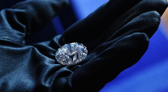 Стало известно, кто купил самый крупный бриллиант в РФ