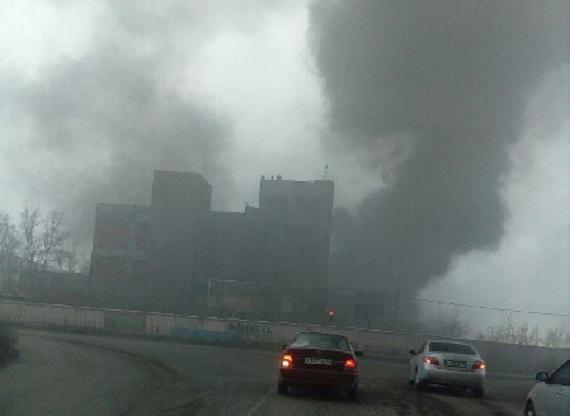 ВЧерногорске пожарные гасят возгорание, произошедшее набывшем комбинате «ИСКОЖ»