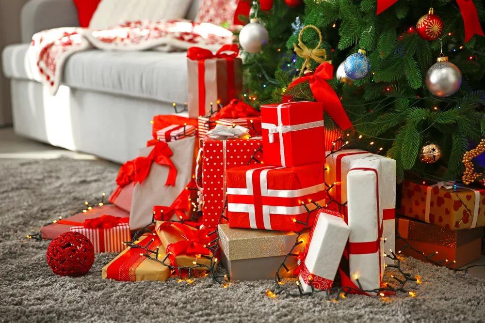 обслуживание подарки под елкой фото наткнулись чудесное