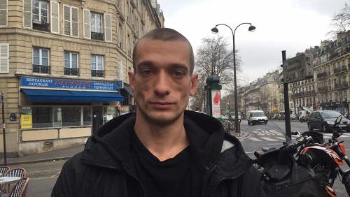 Павленский поджег сооружение Банка Франции