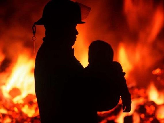 ВКрасноярском крае двое детей погибли вгорящем доме