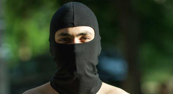 фото качка в маске с красными глазами заключение хотелось