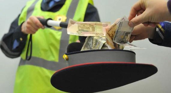 ВСургуте работники ГИБДД обвиняются вовзяточничестве