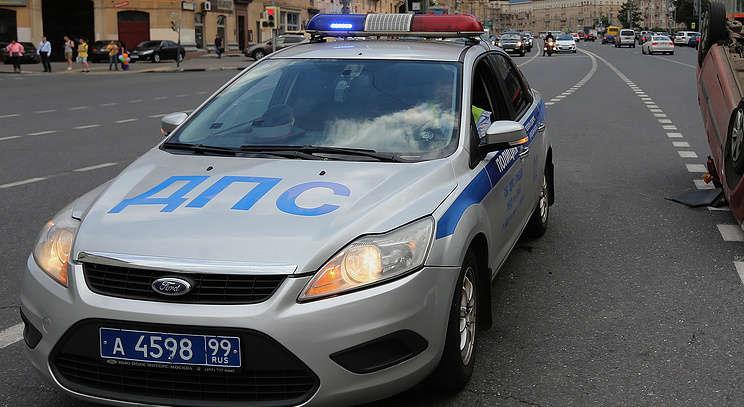Вцентральной части Москвы  Mercedes сномерами АМР насмерть сбил сотрудника ГИБДД