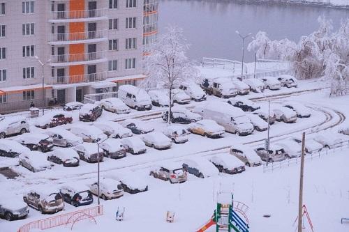 Пригород Красноярска завален снегом: стало известно, накаком направлении затруднено движение