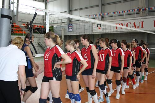Обмен рукопожатиями: волейболистки Хакасии и Алтайского края
