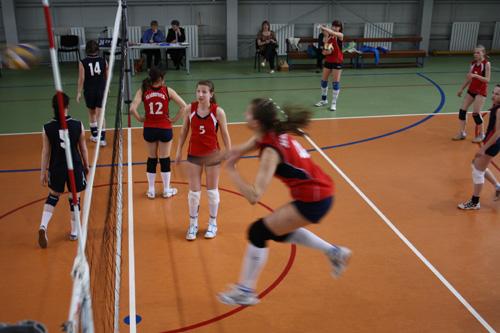 В атаке красноярские волейболистки