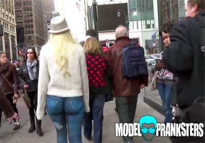 В обтягивающей одежде на улице видео