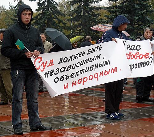 Пикет протеста против нечестных выборов. Фото Хакасия-Информ
