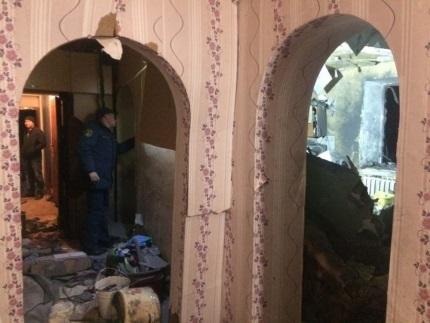 МЧС: Разрыв водонагревателя разрушил несущую стену икровлю дома вХакасии