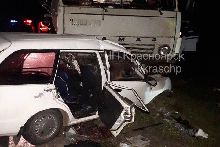 Иностранная машина залетела под КамАЗ: из 5-ти человек выжил только один ребенок